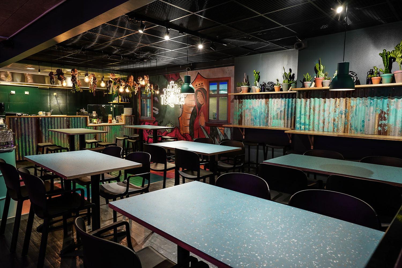 Tilavalokuva, jossa Tilastudio Sonja Aallon suunnittelema Tacos 'n' Tequila -ravintolasisustus