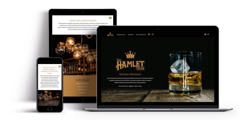 Tietokone, tabletti ja puhelin, joissa Bar Prince Hamletin nettisivut