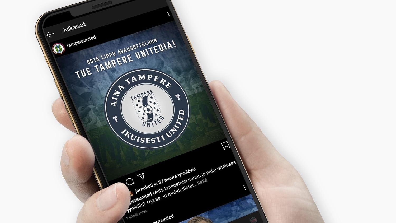 Älypuhelin, jonka ruudulla on Tampere Unitedin Instagram-mainos