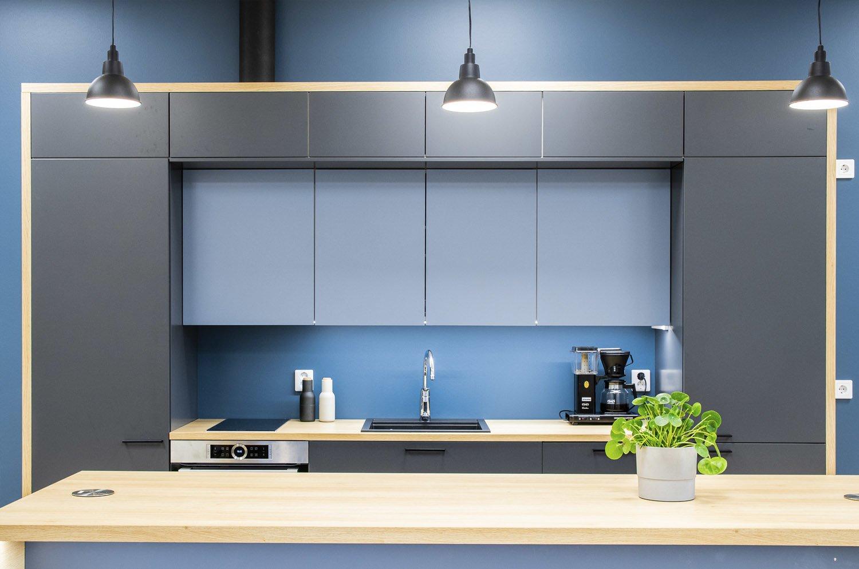 Tilakuva Tilasuunnittelutoimisto Sonja Aallon suunnittelemasta keittiösisustuksesta