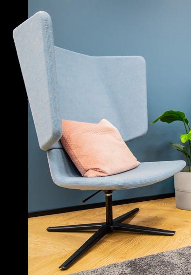 Tilakuva, jossa on tuoli ja tyyny